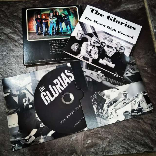 thegloriasuk streamed their album last year and for 2021 they decided to have a physical release, complete with lyric booklet.  #cdprinting #cardwallets #doublegatefold #albumrelease #newmusic #tourlife